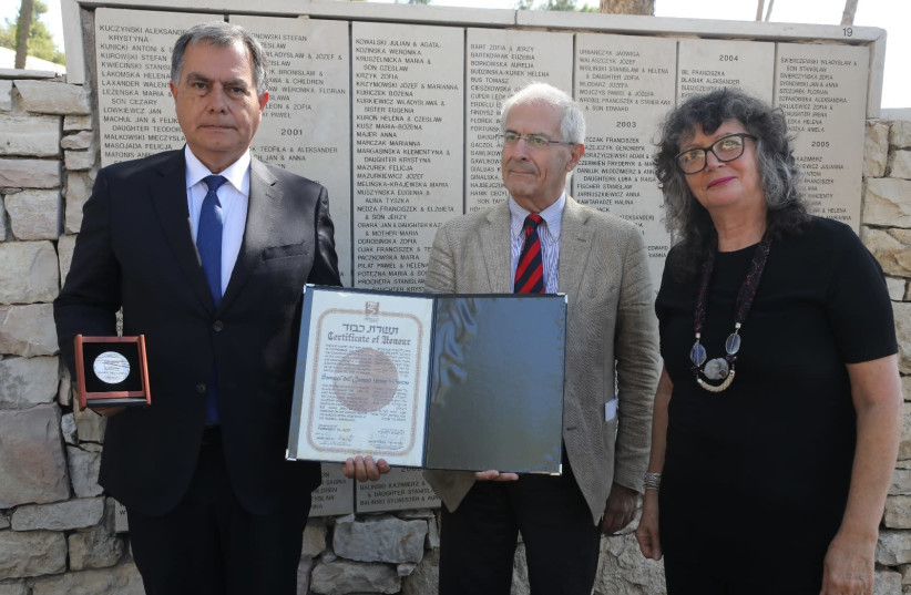 From left to right: Dr. Christian Beals Campos, Relative of Samuel del Campo; Sergio Della Pergola, Member of the Committee for the Designation of Righteous Among the Nations; and Irena Steinfeldt, Director of the Righteous Among the Nations Department at Yad Vashem. (photo credit: ISAAC HARARI/YAD VASHEM)