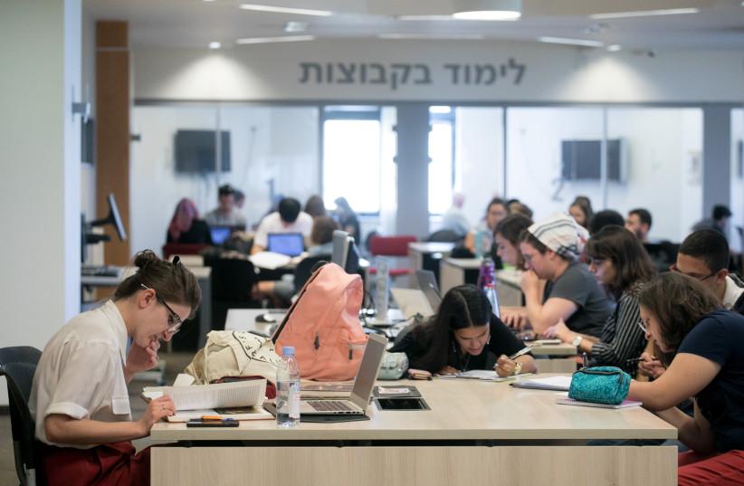 Students at Hebrew University, October 22, 2017.. (photo credit: MARC ISRAEL SELLEM/THE JERUSALEM POST)