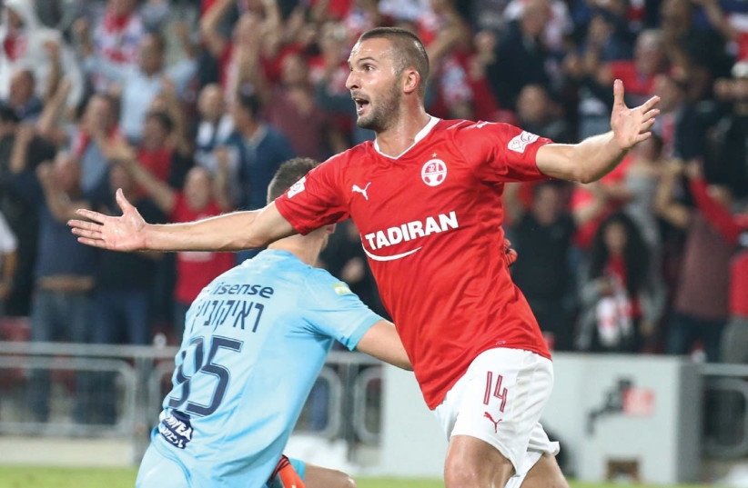 Hapoel Bersheba striker Ben Sahar celebrates after scoring his team's second goal in last night's 2-1 victory over Maccabi Tel Aviv at Turner Stadium. (photo credit: DANNY MARON)