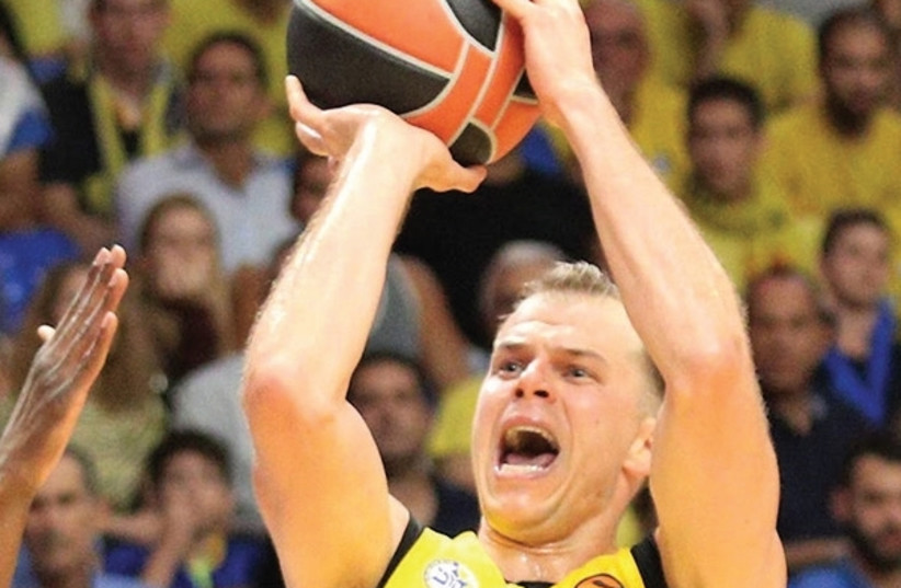 While other players have players have grabbed the headlines, Maccabi Tel Aviv forward Michael Roll has also played a crucial role in the yellow-and-blue's 2-0 start in the Euroleague, averaging a team-high 32 minutes per game entering tonight's clash with Olympiacos. (photo credit: ADI AVISHAI)