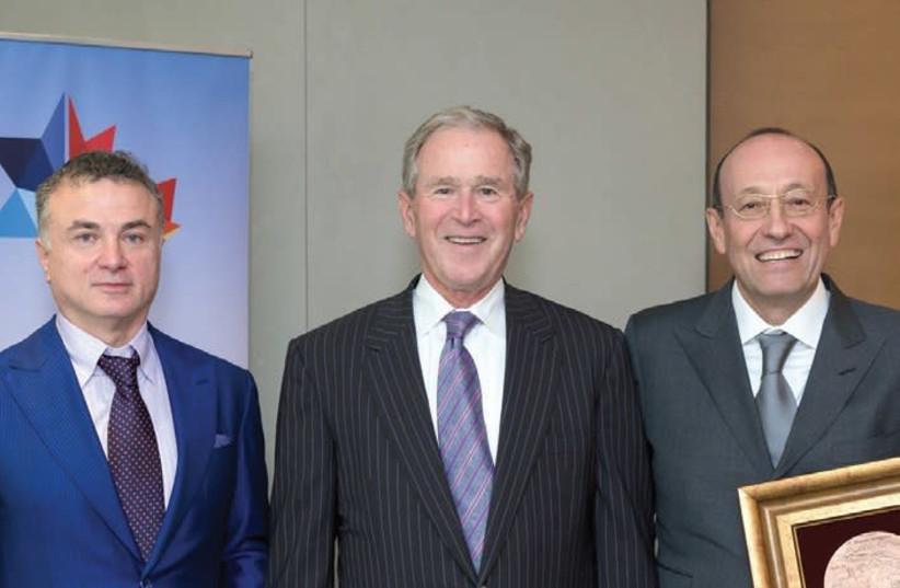 Mikhael Mirilashvili, (left) former US president George W. Bush and Alexander Mashkevitch.  (photo credit: LIORA KOGAN)