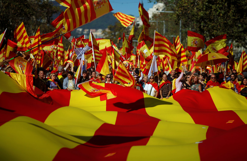 Pro-unity supporters take part in a demonstration in central Barcelona, Spain (photo credit: JON NAZCA/ REUTERS)