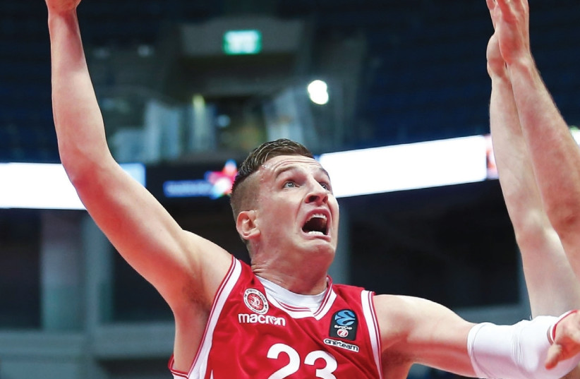 Hapoel Jerusalem center Alen Omic played his best game of the season against Reggio Emilia in Eurocup action last night in Italy. (photo credit: DANNY MARON)