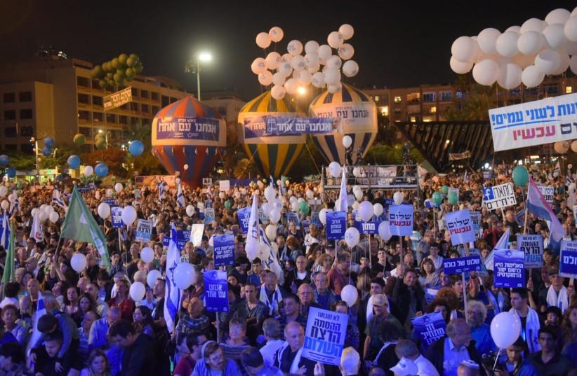 Thousands gather at Rabin square in Tel Aviv to mark 22 years to the assassination of Yitzhak Rabin. (photo credit: AVSHALOM SASSONI/ MAARIV)