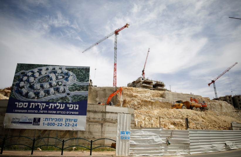Construction in the settlement on Modi'in Illit (photo credit: AMIR COHEN - REUTERS)