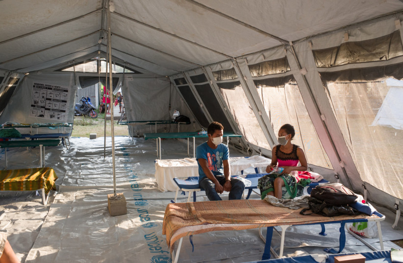 Patients affected by the plague in quarantine in a tent at the health center Plague Triage and Treatment Center, in Toamasina, Madagascar (photo credit: RIJASOLO / MÉDECINS SANS FRONTIÈRES (MSF) / AFP)