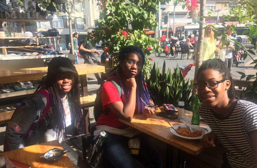 From left to right: Jasmine Johnson, Aaliyah Fontaine and Alexia Newell at Carmel Market in Tel Aviv on Tuesday, November 7 (photo credit: TAMARA ZIEVE)