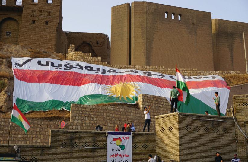 La citadelle d'Erbil pavoisée le jour du vote (photo credit: SETH J. FRANTZMAN)
