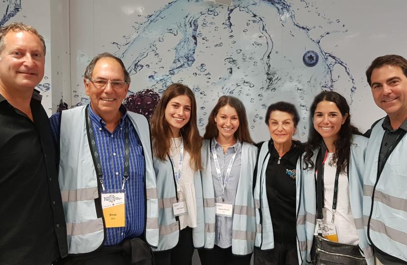 SodaStream CEO Daniel Birenbaum with the Project TEN alumni of The Jewish Agency For Israel and the Toronto mission (photo credit: DVORA SHRER)