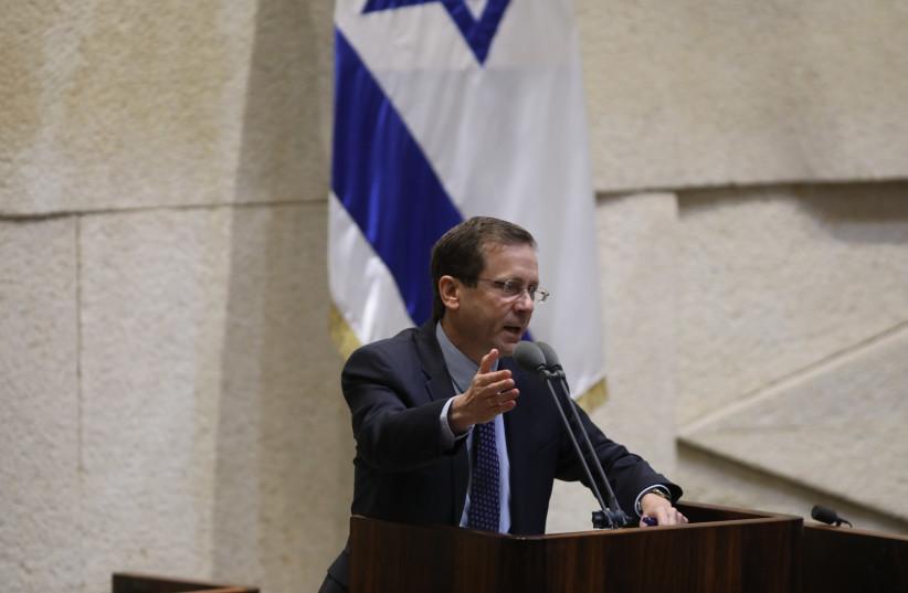 Isaac Herzog speaks at the Knesset (photo credit: ISAAC HARARI)