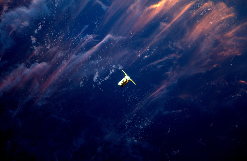 An aircraft approaches the International Space Station (photo credit: NASA)