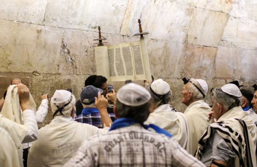 Holocaust survivors celebrate their bnei mitzvot at the Western Wall, November 2017 (photo credit: NOAM MOSKOVICH)