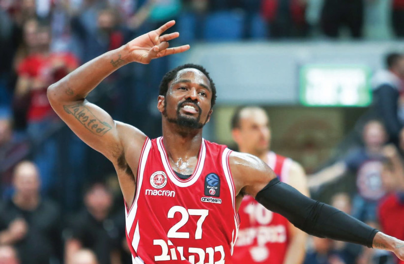 Hapoel Jerusalem guard Kalin Lucas had 16 points in his second game for the team last night, helping the Israeli champion to a 93-81 victory over Lietkabelis Panevezys in Eurocup action at the Jerusalem Arena (photo credit: DANNY MARON)