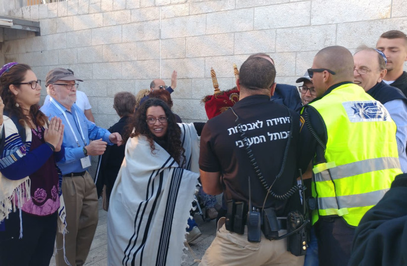 Security guards restrain Reform rabbis from entering the Western Wall complex on November 16th. (photo credit: ISRAEL MOVEMENT FOR REFORM AND PROGRESSIVE JUDAISM)