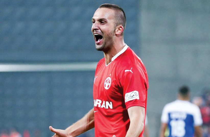 Hapoel Beersheba striker Ben Sahar celebrates after netting his second goal during last night's 3-1 win over Hapoel Acre in Premier League action at Turner Stadium (photo credit: DANNY MAROM)