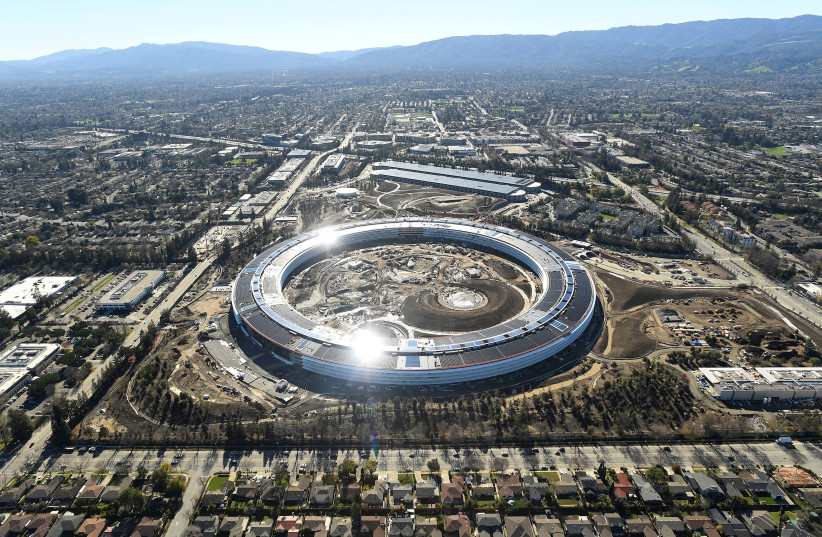 Silicon Valley. The Apple 2 Campus under construction. (photo credit: NOAH BERGER / REUTERS)
