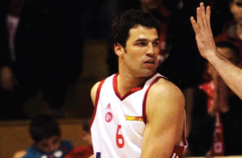 Uri Kukia (seen above during his time as a player for Hapoel Jerusalem) is the first active Israeli basketball player to publicly announce his homosexuality (photo credit: BSL)