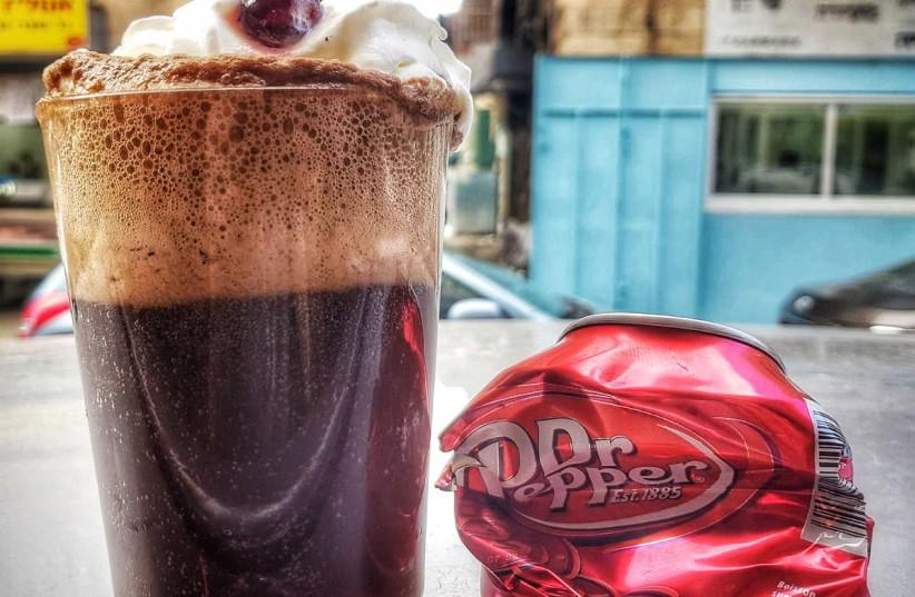 A glass of Dr. Pepper. (photo credit: NACHUM ARANOV/CRAVE GOURMET STREET FOOD)