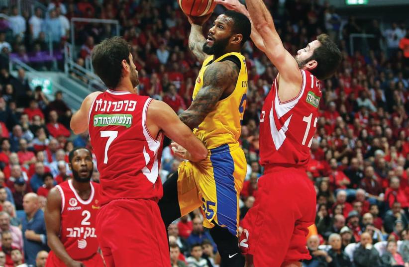 Maccabi Tel Aviv guard Pierre Jackson (center). (photo credit: UDI ZITIAT)