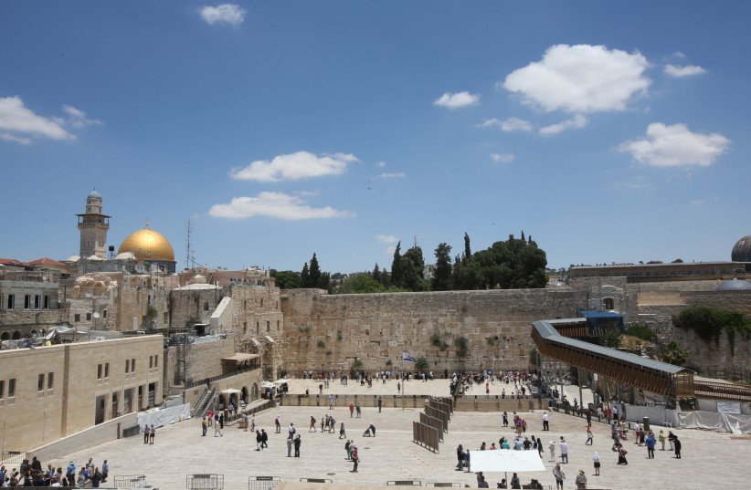 A view of the Western Wall plaza, the Dome of the Rock and the top of Al Aksa Mosque in Jerusalem. (photo credit: MARC ISRAEL SELLEM/THE JERUSALEM POST)