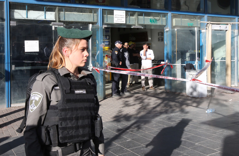 An Israeli Border Policewoman at the scene of the Jerusalem Central Bus Station stabbing attack, December 10, 2017. (photo credit: MARC ISRAEL SELLEM)