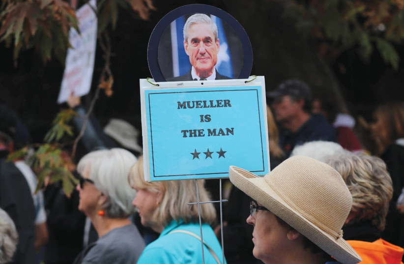 A DEMONSTRATOR holds a sign in support of special counsel Robert Mueller in Washington. (photo credit: REUTERS)