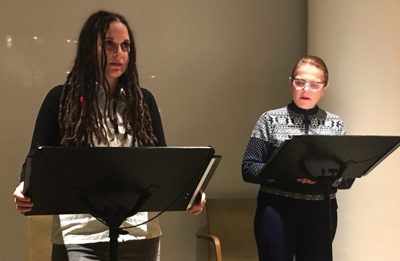 Israeli actress Chen Drachman (left) stages a reading of her script 'Ruth's' at the JCC in Manhattan with actress Tovah Feldshuh (photo credit: OREN KORENBLUM)