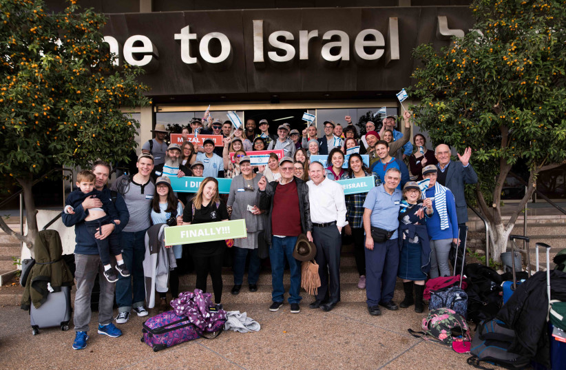 Rabbi Yehoshua Fass, Co-Founder and Executive Director of Nefesh B'Nefesh and Zev Gershinsky, Executive VP of Nefesh B'Nefesh, with new Olim at Ben Gurion Airport today (photo credit: BEN KELMER)