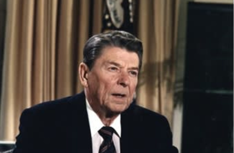 Former president Ronald Reagan addresses the nation from the Oval Office (photo credit: Wikimedia Commons)