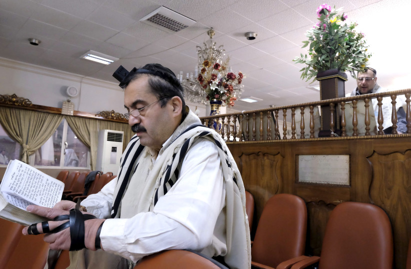 An Iranian Jew prays at the Abrishami synagogue at Palestine street in Tehran December 24, 2015. (photo credit: REUTERS)