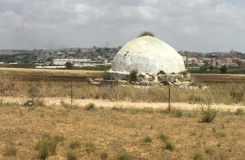 AN ANCIENT sheikh's tomb on the road to Wadi Ara. (photo credit: REUTERS)