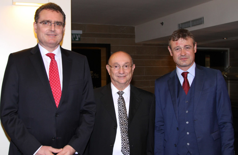 From left to right: Governor of the Swiss Bank Thomas J. Jordan, Gideon Hamburger and Swiss Ambassador to Israel Jean-Daniel Ruch (photo credit: PHOTO: PR)