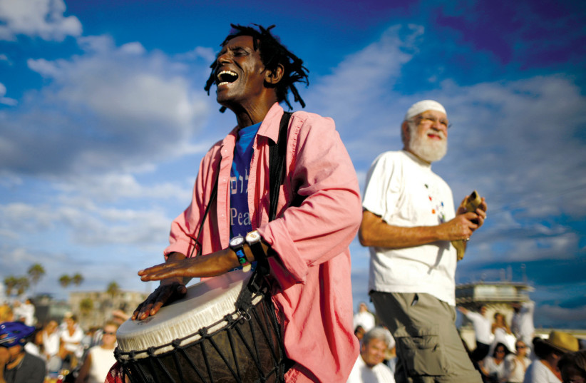 A MAN plays a drum during the Nashuva Spiritual Community's Rosh Hashana celebration in Los Angeles in 2015. As Jews take part in the Tashlich prayer, bread crumbs are tossed into the waters to symbolically cast away sins (photo credit: LUCY NICHOLSON / REUTERS)