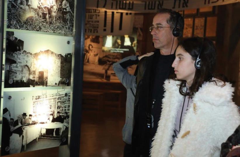 JERRY SEINFELD and members of his family at Yad Vashem (photo credit: ISAAC HARARI / YAD VASHEM)