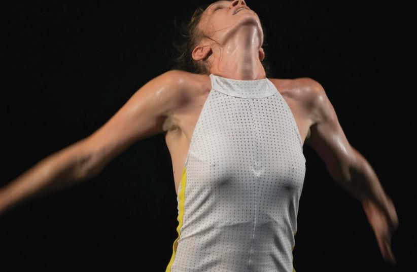 "Noa Shavit performs in ""Tennis""  (photo credit: EFRAT MAZOR)"