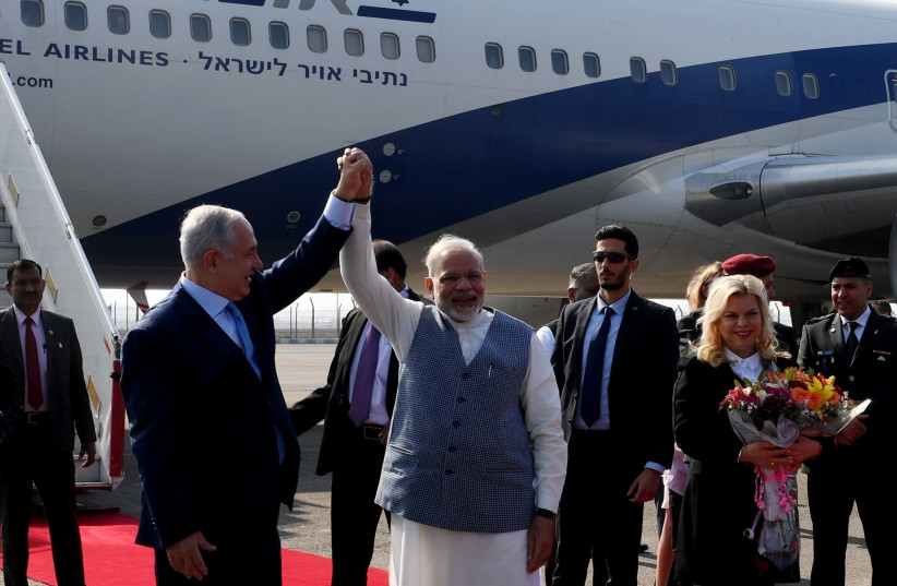 Prime Minister Benjamin Netanyahu is greeted warmly by Indian Prime Minister Narendra Modi upon arrival in India, January 14, 2018  (photo credit: AVI OHAYON - GPO)