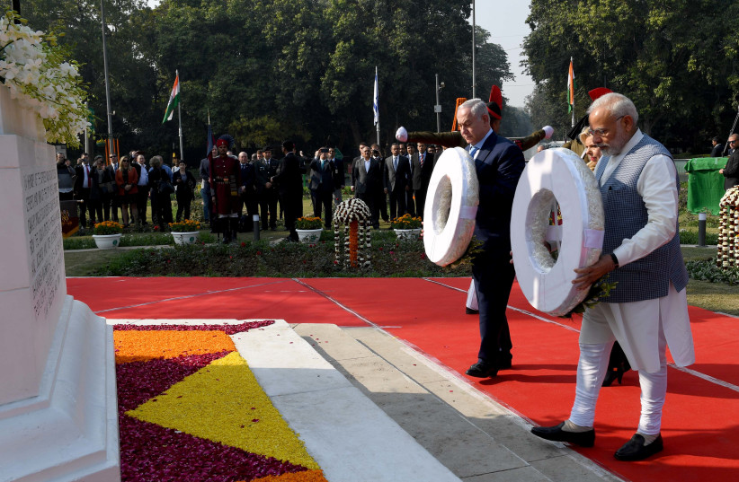 Prime Minister Benjamin Netanyahu with Indian Prime Minister Narendra Modi at a World War I memorial for Indian soldiers killed in the battle for Haifa, January 14, 2018 (photo credit: AVI OHAYON - GPO)