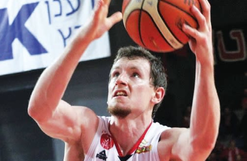 Hapoel Tel Aviv forward Matt Howard netted a team-high 18 points in last night's 91-80 victory over Ironi Nahariya at the Drive-In Arena (photo credit: ADI AVISHAI)