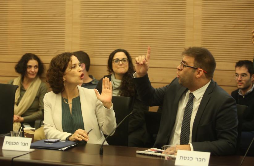 Rachel Azaria and Oren Hazan spar at a finance committee meeting, January 15, 2018. (photo credit: MARC ISRAEL SELLEM/THE JERUSALEM POST)