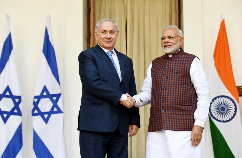 Israeli PM Netanyahu and Indian PM Modi shake hands at a press conference in New Delhi. (photo credit: AVI OHAYON - GPO)