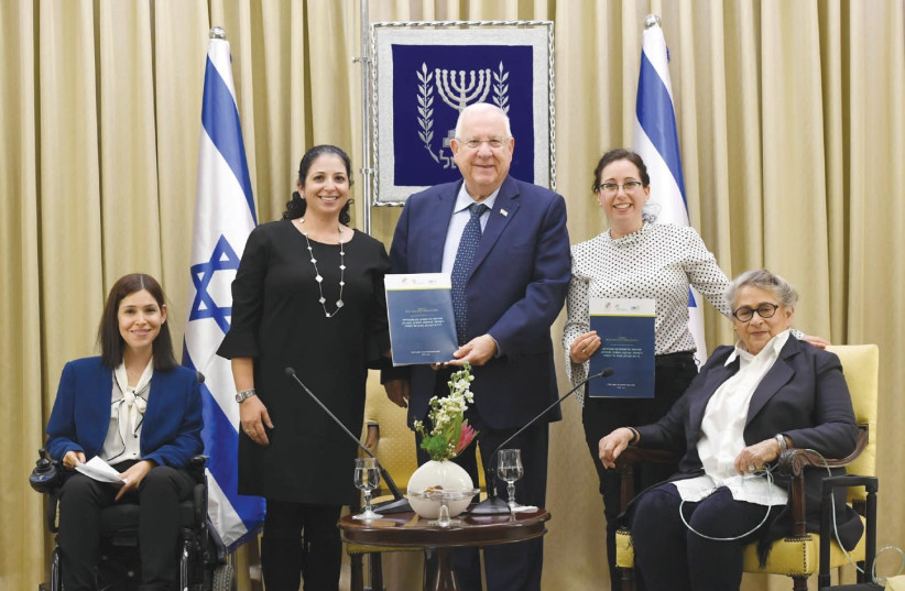 President Reuven Rivlin poses with (from right) Nechama Rivlin, Roni Rottler, Shira Ruderman and MK Karen Elharar at a meeting devoted to citizens with disabilities. (photo credit: HAIM ZACH/GPO)