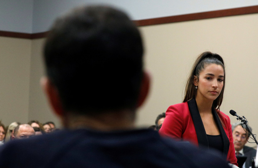 Aly Raisman speaks at the sentencing hearing for Larry Nassar (L), a former team USA Gymnastics doctor who pleaded guilty in November 2017 to sexual assault charges, in Lansing, Michigan, US, January 19, 2018. (photo credit: BRENDAN MCDERMID/REUTERS)