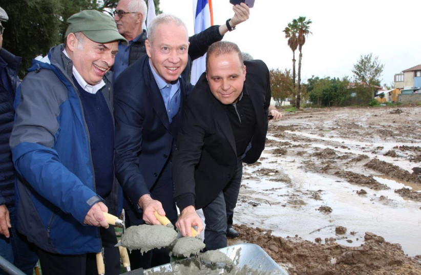 Jewish Agency Chairman Natan Sharansky, Minister of Construction and Housing Yoav Gallant, and acting Mayor of Ashkelon Tomer Glam lay the cornerstone of the largest-ever housing project for senior citizens ever constructed in Israel.  (Sasson Tiram for The Jewish Agency for Israel.) (photo credit: SASSON TIRAM FOR THE JEWISH AGENCY FOR ISRAEL)