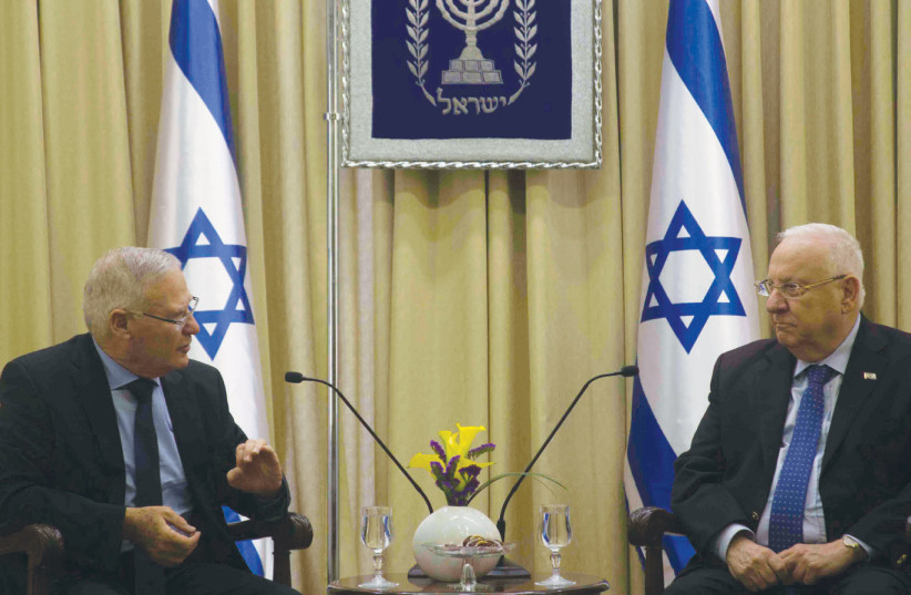 Amos Yadlin discusses the latest INSS Strategy Assessment with President Reuven Rivlin on January 1 (photo credit: SARAH LEVI)