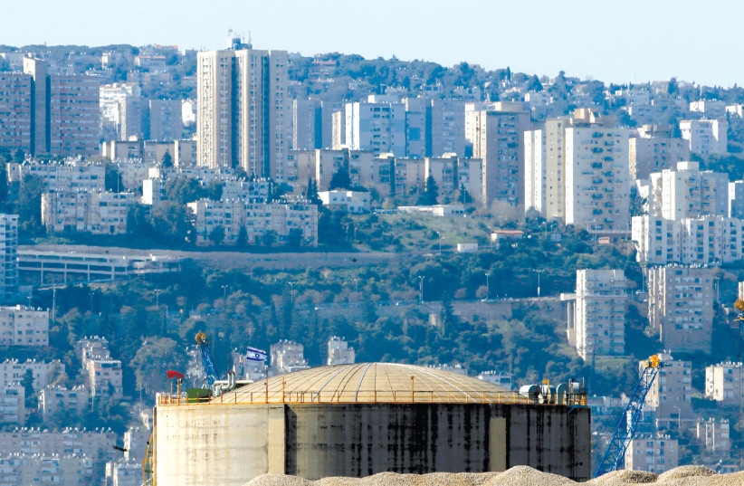 The HAIFA Chemicals' ammonia tank (photo credit: BAZ RATNER/REUTERS)