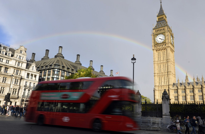 A rainbow is seen behind the Big Ben clock tower, at the Houses of Parliament in central London, Britain, October 16, 2016. (photo credit: REUTERS)