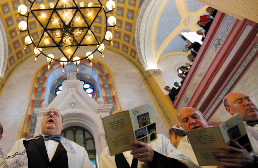 Jewish community members attend the re-opening ceremony of Great Synagogue in Edirne, western Turkey March 26, 2015. A five-year, $2.5 million government project has restored the Great Synagogue in the border city of Edirne, the first temple to open in Turkey in two generations. REUTERS/Murad Sezer (photo credit: MURAD SEZER/REUTERS)