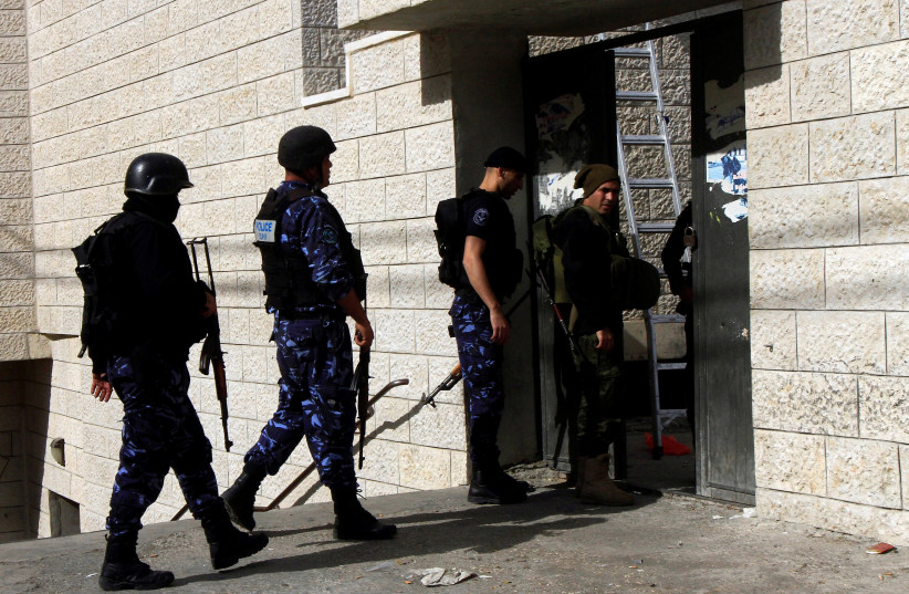 Members of Palestinian Authority security forces patrol following clashes with Palestinian gunmen in which a Palestinian woman was shot dead, in the old town of the West Bank city of Nablus, November 16, 2016. (photo credit: ABED OMAR QUSINI/REUTERS)