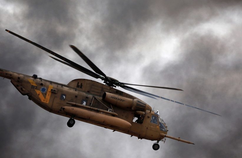 An Israeli Air Force Sikorsky CH-53 helicopter flies during an aerial demonstration at a graduation ceremony for Israeli Air Force pilots at the Hatzerim air base in southern Israel, December 27, 2017. (photo credit: REUTERS/AMIR COHEN)