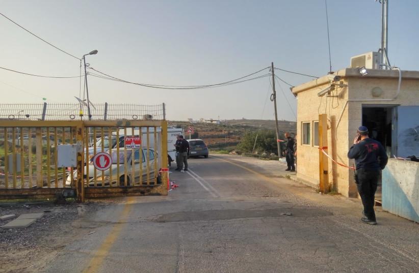 An entrance to the Karmei Tzur settlement, north of Hebron (photo credit: ELIASHIV LEVIATAN/TPS)